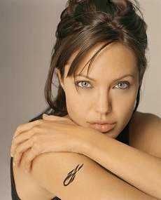 A small fake tattoo design on Angelina's right arm.